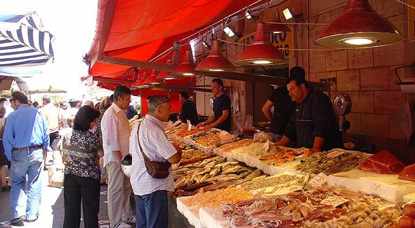 Controlli a tappeto della municipale al mercatino di via for Mercatino dell usato siracusa