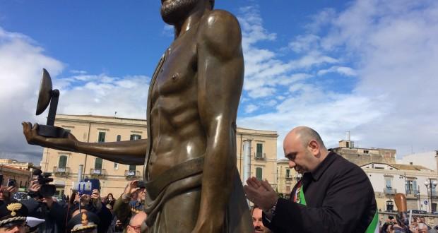 Garozzo e statua