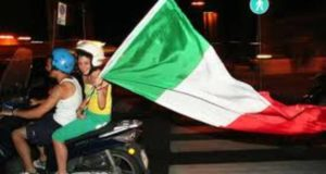 tifosi-italia-bandiere-23727.660x368